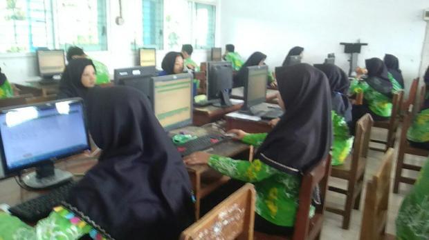 Pelaksanaan Ujian Akhir Semester di SMKN Darul Ulum Muncar